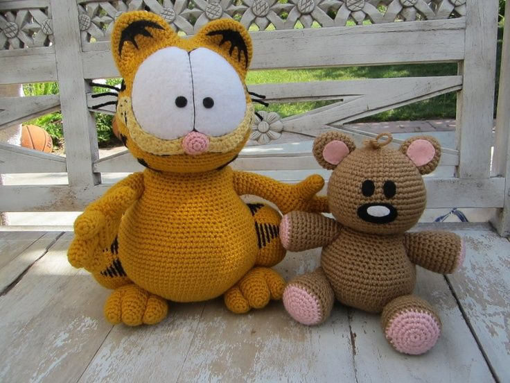 Crocheted Garfield and Pooky.