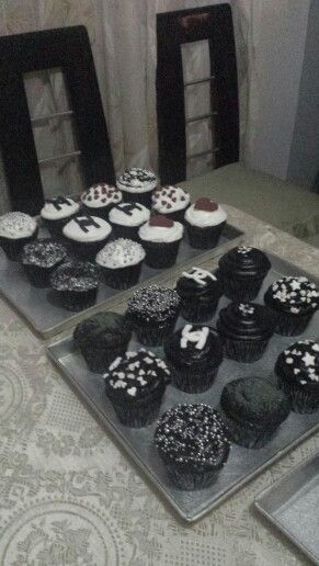 Cupcakes de chocolate,rellenos con fudge de chocolate!!