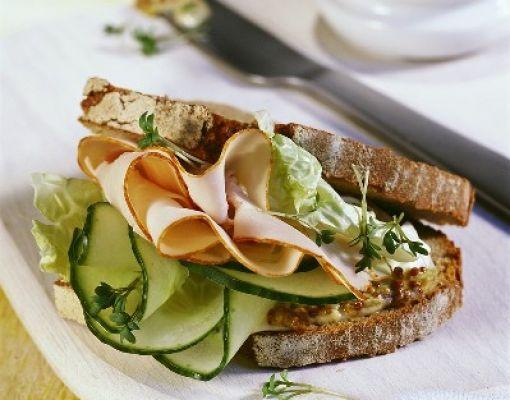 Hindi Füme ve Tane Hardallı Sandviç