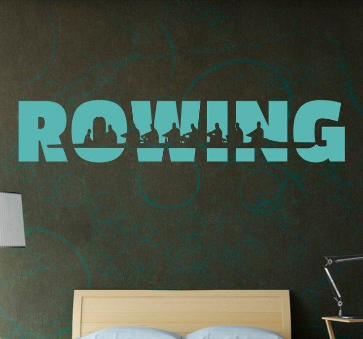 Muursticker Roeien Rowing  Muursticker Roeien Rowing deze wanddecoratie met het Engelse woord Rowing heeft een silhouet van een roeiboot met roeiers in de letters bedrukt. Bent u ook een echte fanatieke roeier? Dan zal deze sticker mooi staan bij u thuis aan de muur in de woonkamer slaapkamer of sport kamer (met roeimachine natuurlijk). Deze decoratie zal ook mooi staan in een sportzaak roeivereniging of studentenhuis.De sticker is gemaakt van kwaliteit vinyl en makkelijk aan te brengen en…