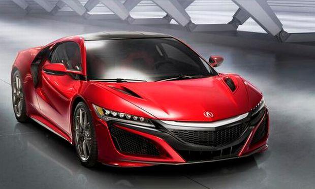 De futuristiske linjer på den nye Honda NSX er kreeret af den amerikanske bildesigner Michelle Christensen. Supersportsvognen byder på højteknologi, der matcher attituden. Fotos: Honda #Honda #biler #cars
