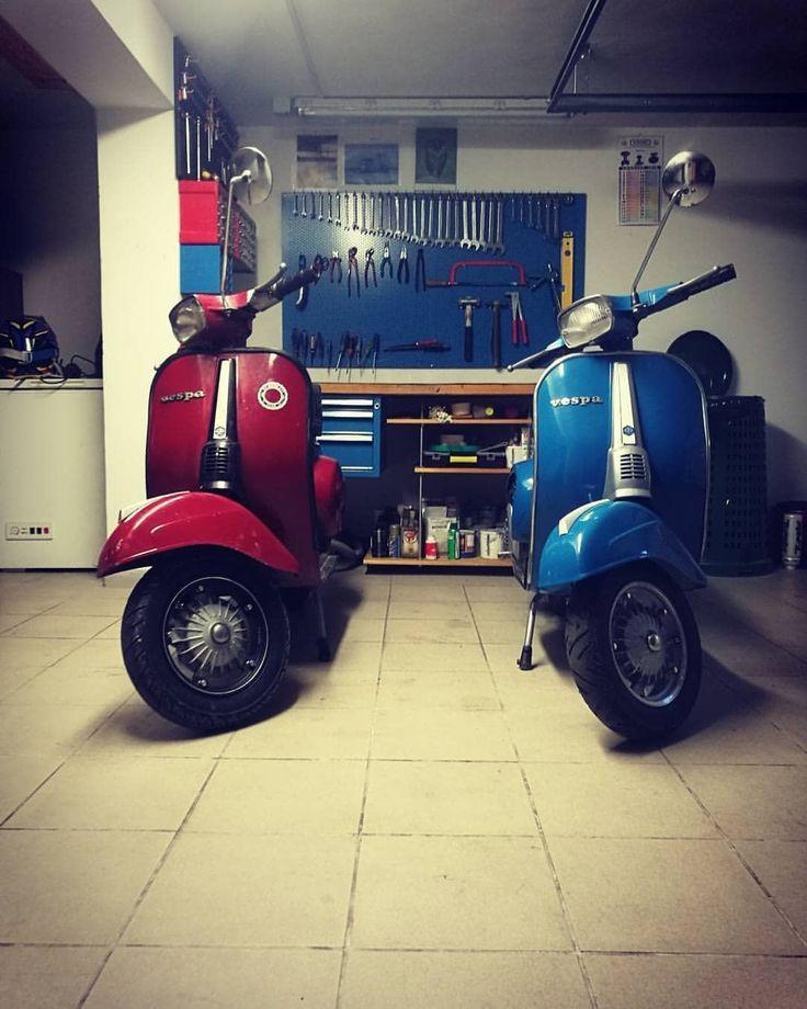 """57 curtidas, 1 comentários - INSTAVESPAITALIA® (@instavespaitalia) no Instagram: """"~ La vespa non si guida, si ama! #vespa #vespa50 #vespaspecial #50special #red #blue #amici…"""""""