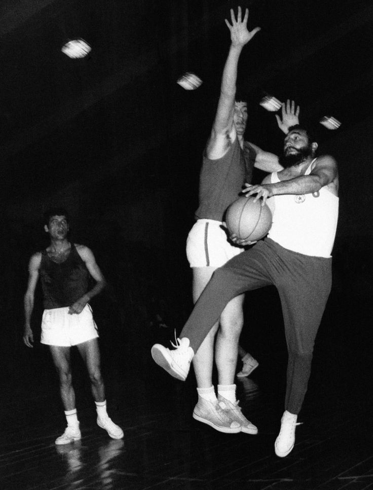 Фидель Кастро играет в баскетбол, 5 июня 1972 года, Болгария