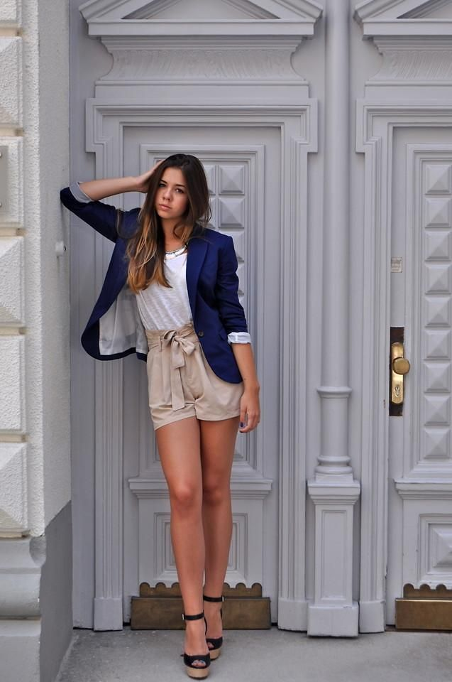 Navy blazer, paper bag shorts, wedges. Perfect summer look.