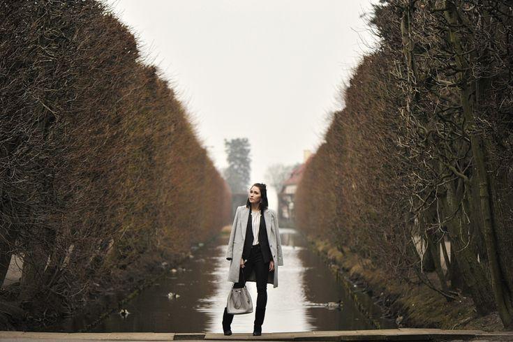 marynarka-w-prążki #street #style #street #fashion #bag #michaelkorsbag #michaelkors #jules #grey #coat #striped #blazer #wedges #outfit