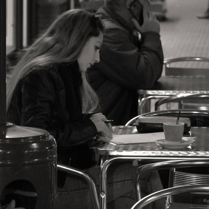 #letras_y_café #letters_and_coffee #blackandwhite #blancoynegro #streetphotography #fotosenlacalle #gente #people #anonimos #paseandoporlaciudad #walkinginthecity #freelife #freelifestyle #goodvibes #buenasvibraciones #gypsysoul #mi_ciudad #my_city #nikon