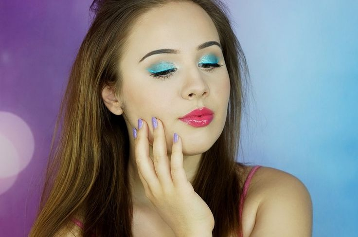 Niebieski makijaż na lato krok po kroku