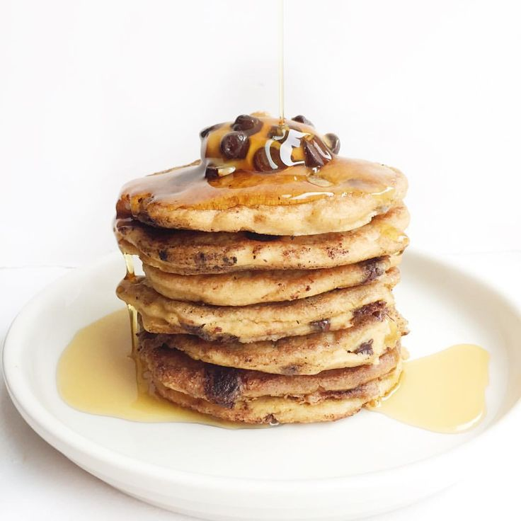 "rachel on Instagram: ""FLOURLESS peanut butter chocolate chip PANCAKES aka peanut butter cup pancakes if you ask me . they're dairy free & made with less than 7 ingredients including some of my fav @betterbodyfoods - recipe is on the blog . now kicking off #FRIYAY with my @barre3 babes """