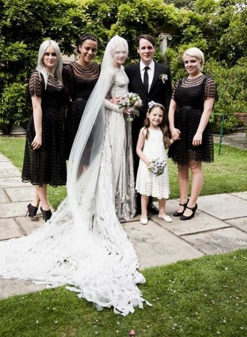17 Stunning Halloween Bridesmaids' Dresses - Weddingomania