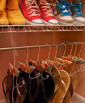 ワイヤーハンガーで靴の整理