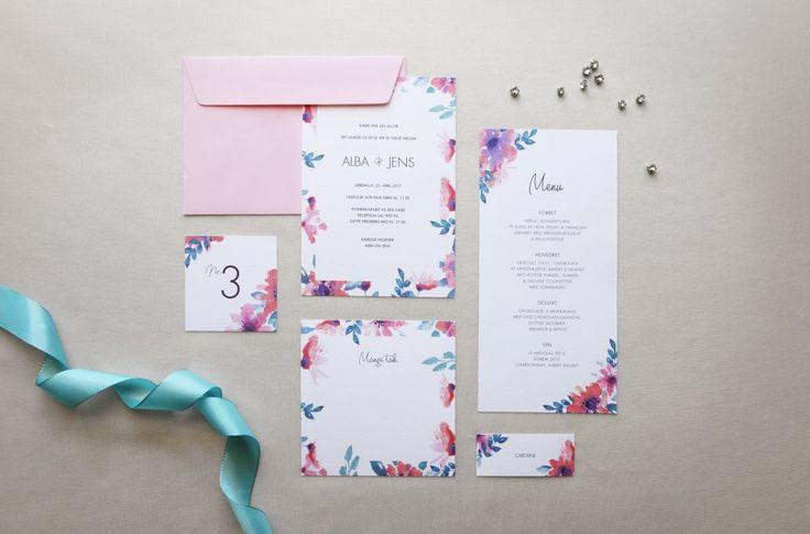 Elegante og romantiske bryllupsinvitationer samt luksus konvolutter, der håndlaves og personliggøres efter dine ønsker.