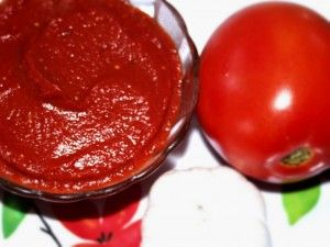 A quick and easy homemade ketchup recipe that rivals the store bought stuff hands down!