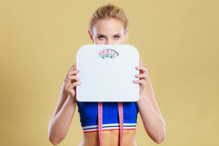 Ventre, cuisses, bras... Vous avez besoin de perdre du poids rapidement ? Voici les conseils d'Anne Guillot,diététicienne-nutritionniste pour se débarrasser des kilos en trop sans mettre en danger sa santé.