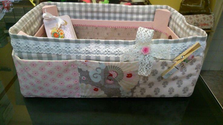 Caja de fresas reciclada por Nieves,esta la a echo mi madre, maravillosa