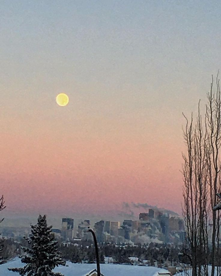 The moon over Calgary's downtown core on one of the coldest New Years eves I can ever remember. Goodbye 2017. Thanks for the memories! #sidestreettraveltips #sidestreetadventures #2017 #cold #yyc #calgary #thecore #downtown  #dusk #moon #sky #aura #landscape #landscapephotography #photos #photography #chilly #happynewyear #goodbye2017 #canada #celebration #icey #brrr #instagram #instadaily #instacool #instacold