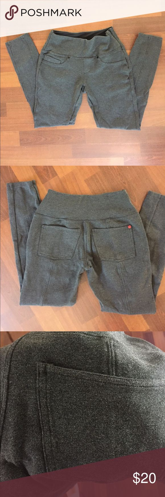 """Spanx the signature ponte super skinny dark grey Great condition, only worn a handful of time. Mid rise, great tummy support, super stretchy, 26"""" inch inseam. Fits true to size. I normally wear a 26 or 2 in spanx and other brands SPANX Pants Skinny"""