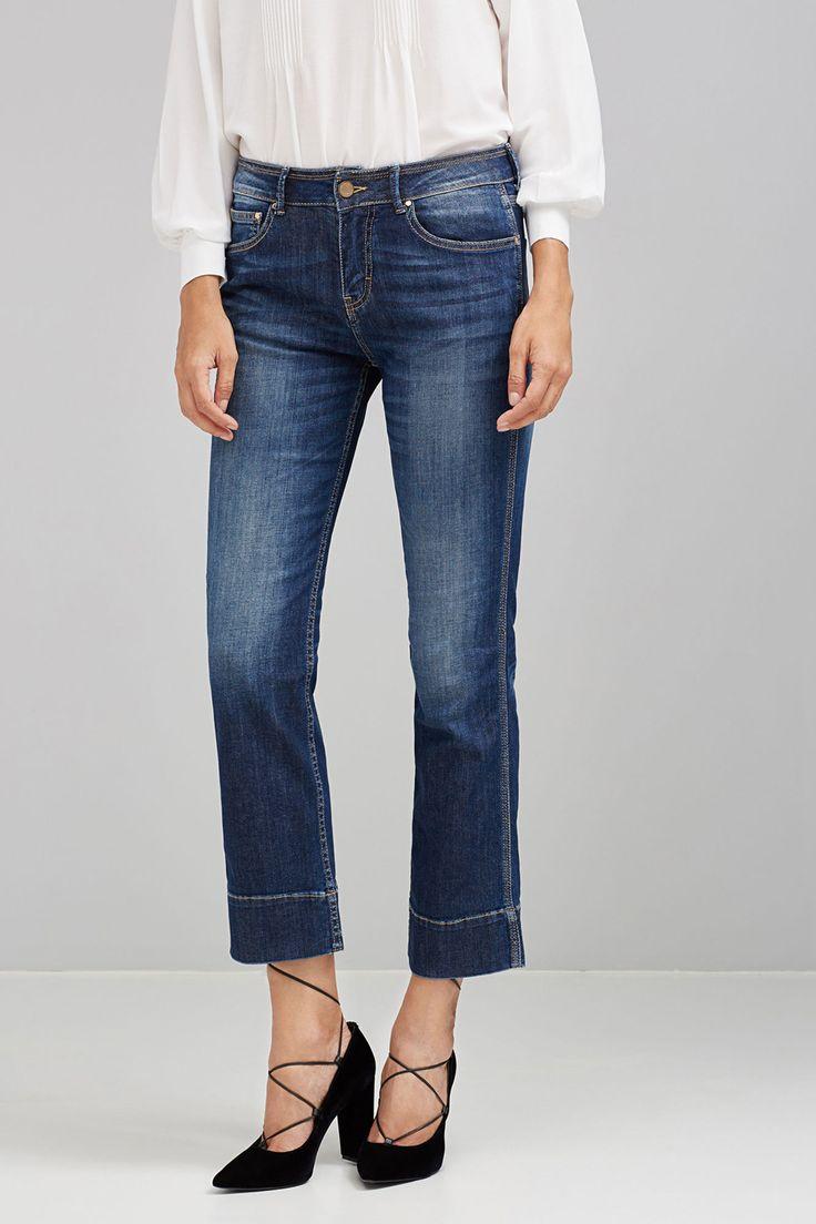 Calças de ganga cropped com cintura média e pormenor de linha desgastada na bainha.   Jeans   Pedro del Hierro