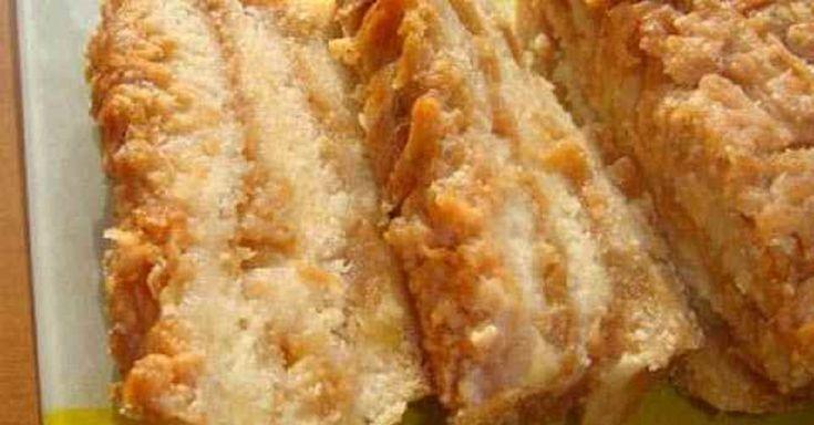 Această prăjitură nemaipomenit de gustoasă și gingașă cu mere și griș face parte din gastronomia bulgară. Vă asigurăm că nu veți rămâne dezamăgiți! În primul rând, rețeta acestui desert este foarte simplă și nu necesită abilități culinare deosebite. În al doilea rând, ea nu se prepară doar repede, ci foarte repede. Și, în sfârșit, după cum am mai menționat, este incredibil de gustoasă. Rezultatul va depăși orice așteptări! INGREDIENTE: un pahar de griș; un pahar de făină; un pahar de zahăr…