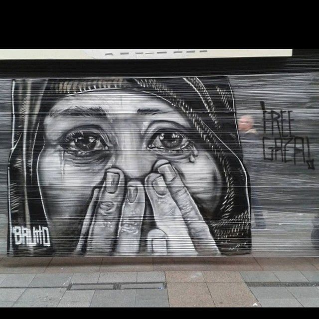 Henry Street Dublin....great Streetart. #streetart #Dublin #Ireland #freegaza #freepalestine #endapartied #humanity #humanrights #freeworld #besafe #igers #instagram #family #freedom