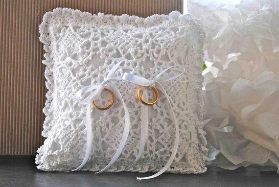 Wedding  Pillow Ring  Linen and crochet di LeCrochetdOr su Etsy, $80.00