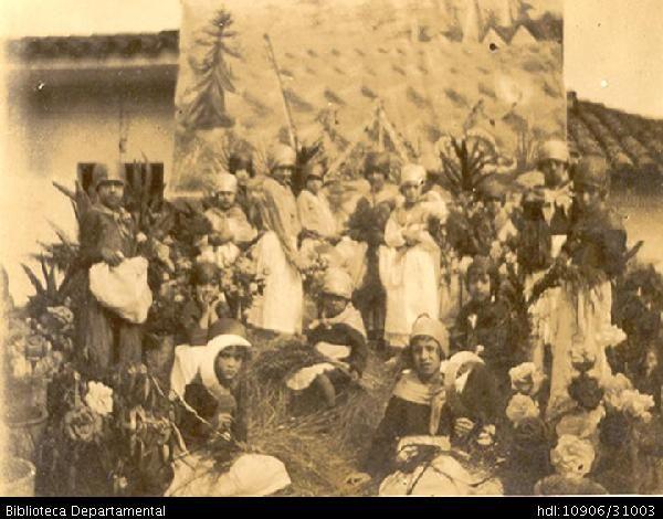 Biblioteca Departamental Jorge Garcés Borrero y BEATRIZ HERRERA MOLINA. Comparsa de los niños durante el Carnaval. PALMIRA 1922: