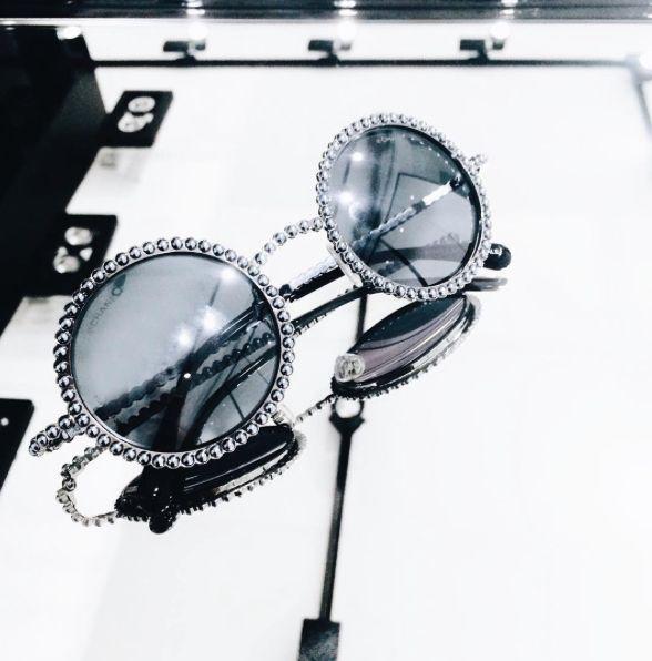"""Очки из рекламной кампании с Лили Роуз Депп вы сможете найти в бутике CHANEL ❤️ 1 -й этаж Галерей """"Времена года""""."""
