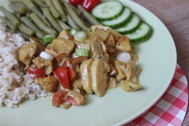Recept voor Kip Madras zonder pakjes en zakjes. Een heerlijke, zelfgemaakte variant van een van de welbekende wereldgerechten.