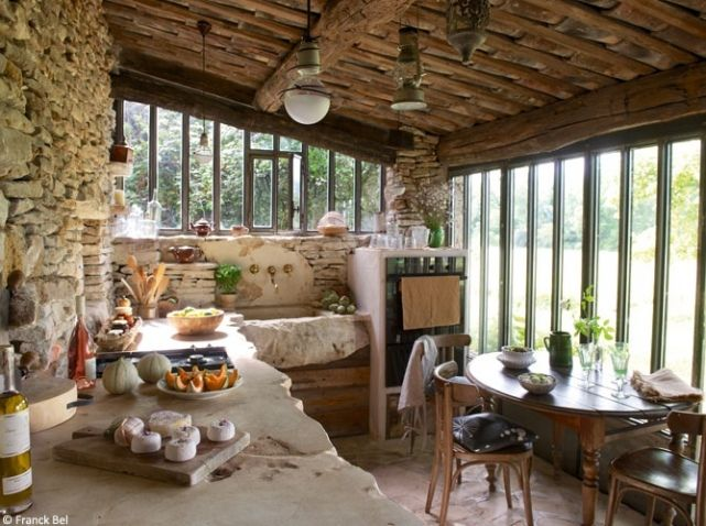 rustic kitchen in the Plateau des Claparèdes area, the South of France