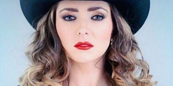 Ariadne Diaz disfruta vestuario de banda en telenovela