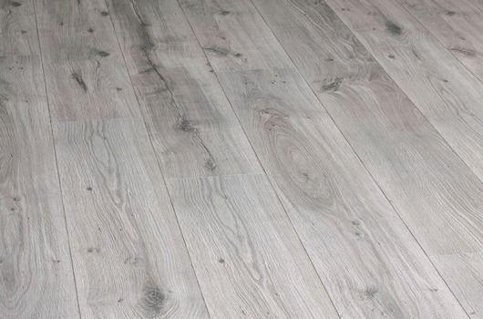 vente et pose de parquet stratifie naturals chene gris argente sur bordeaux atelier b style baroque pinterest atelier naturligt och bordeaux