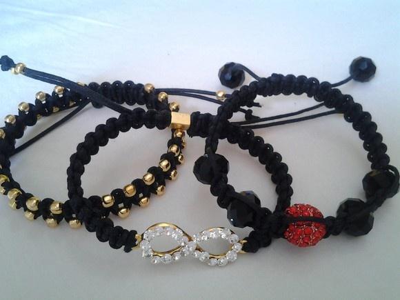 Conjunto de pulseiras pretas. R$50,00