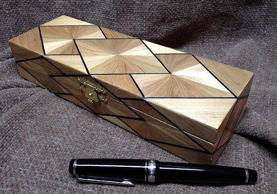 """Boite plumier en marqueterie de paille, design Art Deco 'Soleil"""""""