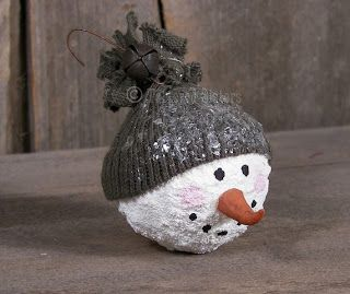 How-To * Make Primitive Snowball Face Ornies - http://www.tatteredsisters.com/2010/12/welcome-to-tattered-sisters.html