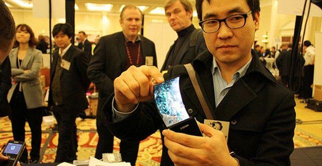 Yeni Çıkan Akıllı Telefonlar Ve Özellikleri - Tüm Özellikleri 2014 Yılının Son ayların'da Ard Arda Duyurulan Akıllı Telefonlar ve Akıllı saatler Teknoloji severlerin Yüzünü Güldürsede Kafalar biraz karıştı gibi Evet Teknolojiyi çok seviyoruz ama Bu Teknolojiyi Satın almakta okadar kolay deyil, Uçuk fiyatlar olması hangisini satın almalıyım Sorusu kafaları karıştırıyor.
