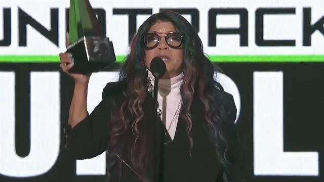 American Music Awards 2016: Prince's sister Tyka Nelson pays tribute with emotional speech.