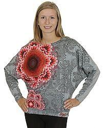 ### tričko Desigual 48T2417/Celia LS - 2042/Gris Vigore Claro ### Originální a nápadité tričko Desigual ozdobeno třpytivými prvky. Tričko má dlouhé netopýří rukávy a kulatý výstřih. Materiál trička je 82% polyester a 18% viskóza. Modelka je vyfocena v tričku o velikosti S. Design u každého kusu jinak rozložen.