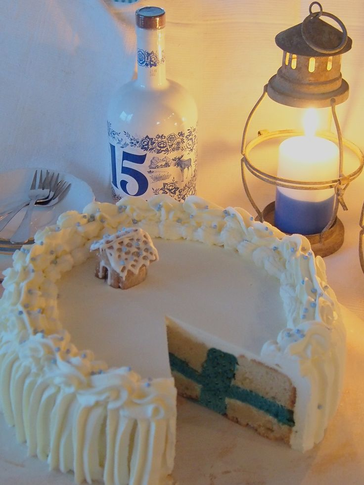 Finland's 98th independence day flag cake.
