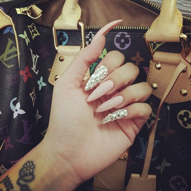 @shanicesl ✨ for more like this  #ShareIG #blingyournails #claws #nails My nails on ☝️