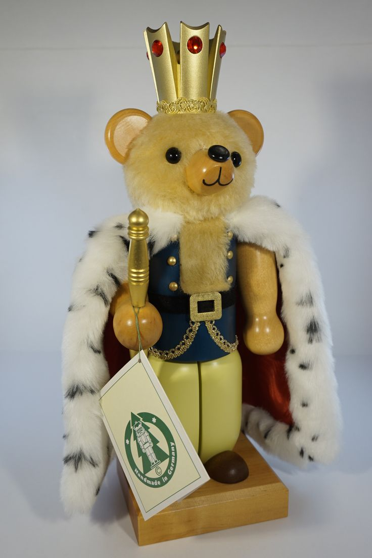 Teddy Bear King nutcracker by Christian Ulbricht. Released as a members-only piece. Such an adorable and unique nutcracker! He comes with the original Ulbricht tag attached. Sorry but the original pac