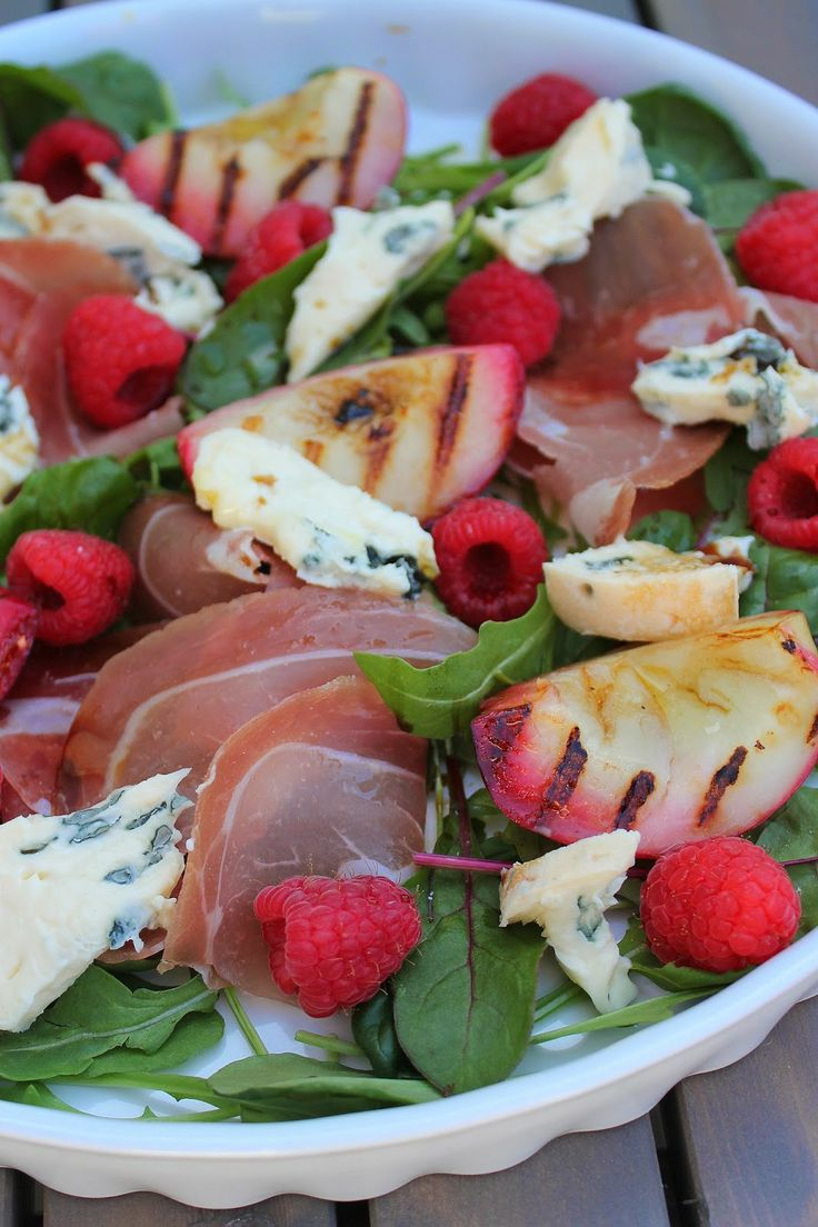 Summer salad with grilled nectarine, cured meat and blue cheese