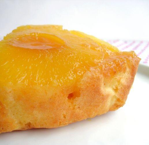 Voici un gâteau que j'ai goûté pour la première fois chez une amie de ma grand mère. Depuis, je n'hésite pas à le refaire, c'est un délice ! A vous d'essayer, bon après midi ☺. Ingrédients: Pour un moule de 22cm de diamètre - 1 boîte d'ananas au sirop...