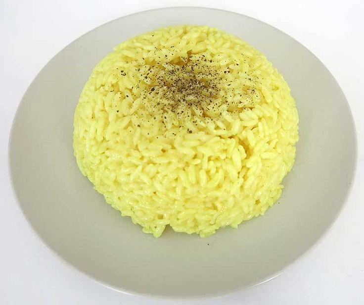 Zerdeçallı Pilav  -  Mine Akgün #yemekmutfak.com Zerdeçallı pilav et ve tavuk yemeklerinin yanına çok yakışan bir pilavdır.
