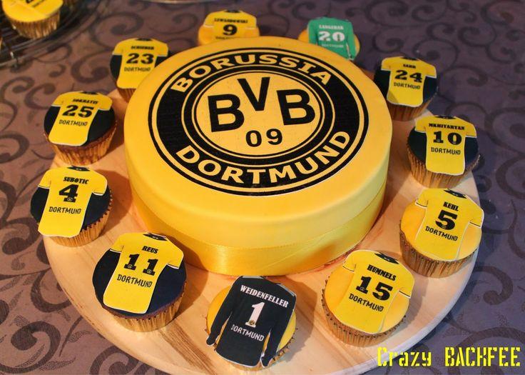 Vor ein paar Wochen habe ich eine Borussia Dortmund Torte und dazu passende Cupcakes gemacht. Diese möchte ich euch natürlich nicht vorenth...