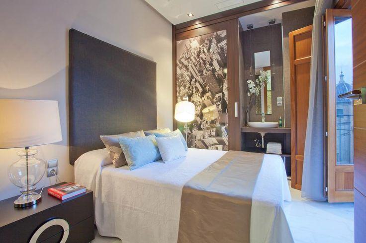 Está situado en el casco antiguo de Valencia, apartamentos elegantes totalmente equipados con aire acondicionado y conexión Wi-Fi. La amplia sala de estar de planta abierta incluye ventanales de cristal con balcones franceses, sofá cómodo, TV pantalla plana, reproductor DVD y zona de comedor.