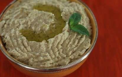 Crema di melanzane piccante - Oggi vi presento la ricetta per preparare una favolosa Crema di melanzane, un contorno buono e saporito che si usa con una base di melanzane cotte al forno.