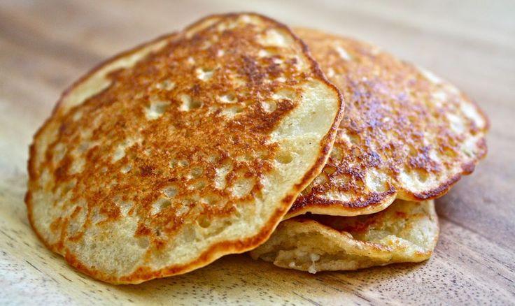 Si quieres comenzar la mañana comiendo algo delicioso, saciante y saludable, entonces esta es la receta ideal para ti: panquecas de avena. Es muy fácil y rápida de preparar. ¡Te va a encantar! Ingredientes: 7 claras de huevo 1 1/2 banana 1taza de avena en hojuelas 3 sobres de edulcorante (stev…