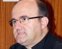 Mons. Munilla: TV nocturna promueve desconfianza, desamor y narcisismo