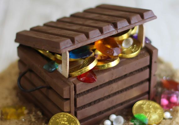 edible treasure chest | Place the treasure into the chocolate box, filling it full so that it ...