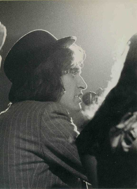 Mr. Davies at New Victoria Theater, London, June 1975. Love that profile!