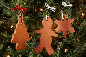 These festive cinnamon ornaments  fun to make are to eat. GREAT WAY TO BEGIN FAMILY DINNER @DinnerbyDesign by @Cassi1986